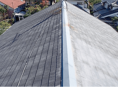 スレート屋根の色褪せやコケ、汚れが気になる